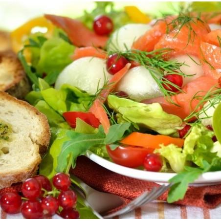 Salade de saumon, pomme et groseilles