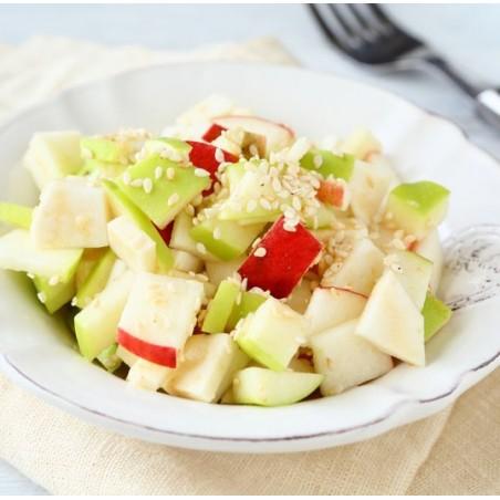 Salade au céleri accompagnée de pommes croquantes